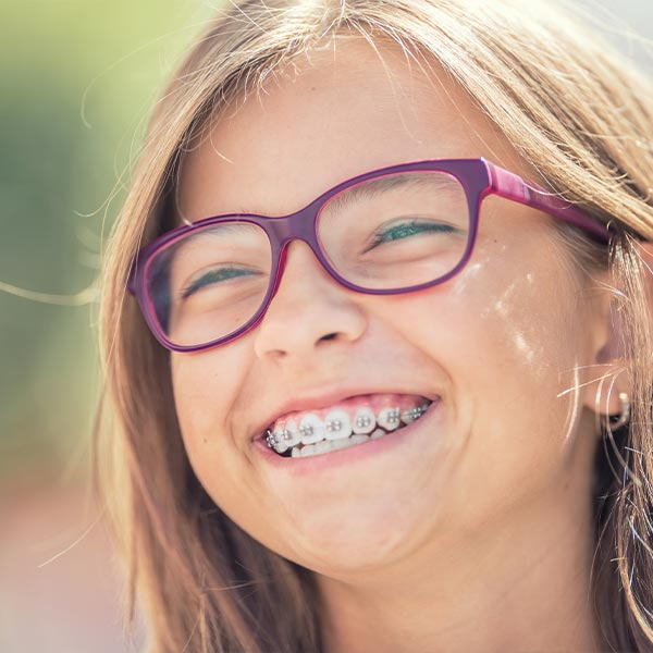 Feste Zahnspange für Kinder, Jugendliche & Erwachsene
