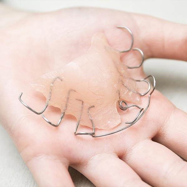 Lose Zahnspangen für konsequente Träger